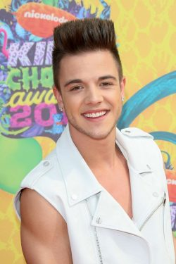 Luca-Haenni-Kids-Choice-Awards-2014-2-250x375