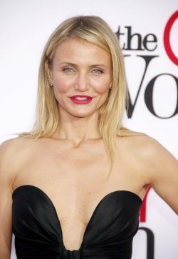 Cameron-Diaz-The-Other-Woman-Premiere-Los-Angeles-3-250x363