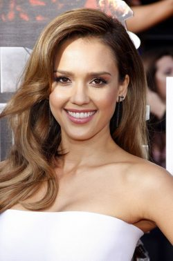 Jessica-Alba-MTV-Movie-Awards-2014-3-250x378