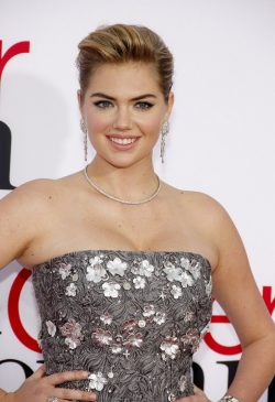 Kate-Upton-The-Other-Woman-Premiere-Los-Angeles-3-250x365