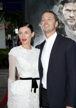 Rupert-Sanders-Liberty-Ross-Snow-White-Premiere-250x353