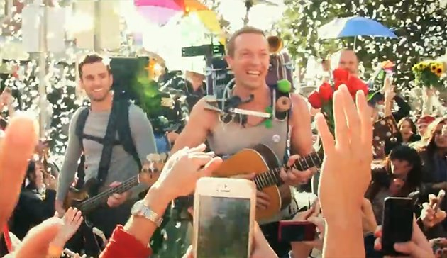 Coldplay-A-Sky-Full-Of-Stars-Musikvideo