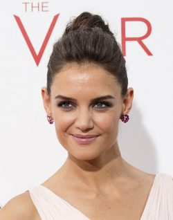 Katie-Holmes-The-Giver-Premiere-1-New-York-250x318