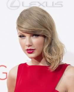 Taylor-Swift-The-Giver-Premiere-New-York-1-250x313