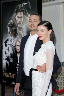 Liberty-Ross-Rupert-Sanders-Snow-White-Screening-Los-Angeles-250x375