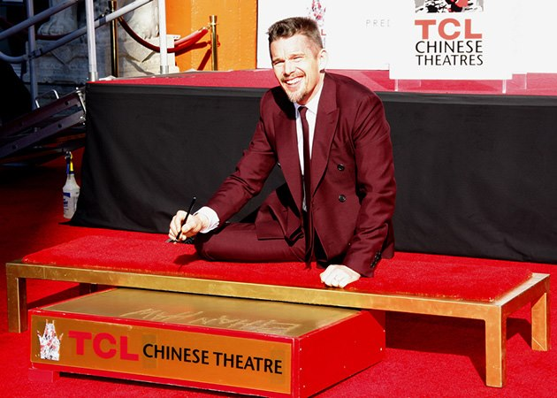 Ethan-Hawke-Hand-And-Footprint-Ceremony-10