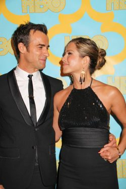 Jennifer-Aniston-Justin-Theroux-Golden-Globes-2015-HBO-Party-250x375