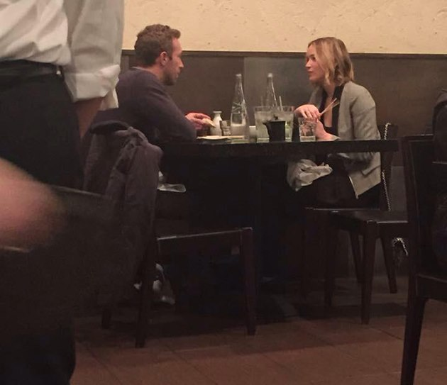 Jennifer-Lawrence-Chris-Martin-Sushi