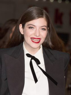 Lorde-Hunger-Games-Mockingjay-Premiere-250x331