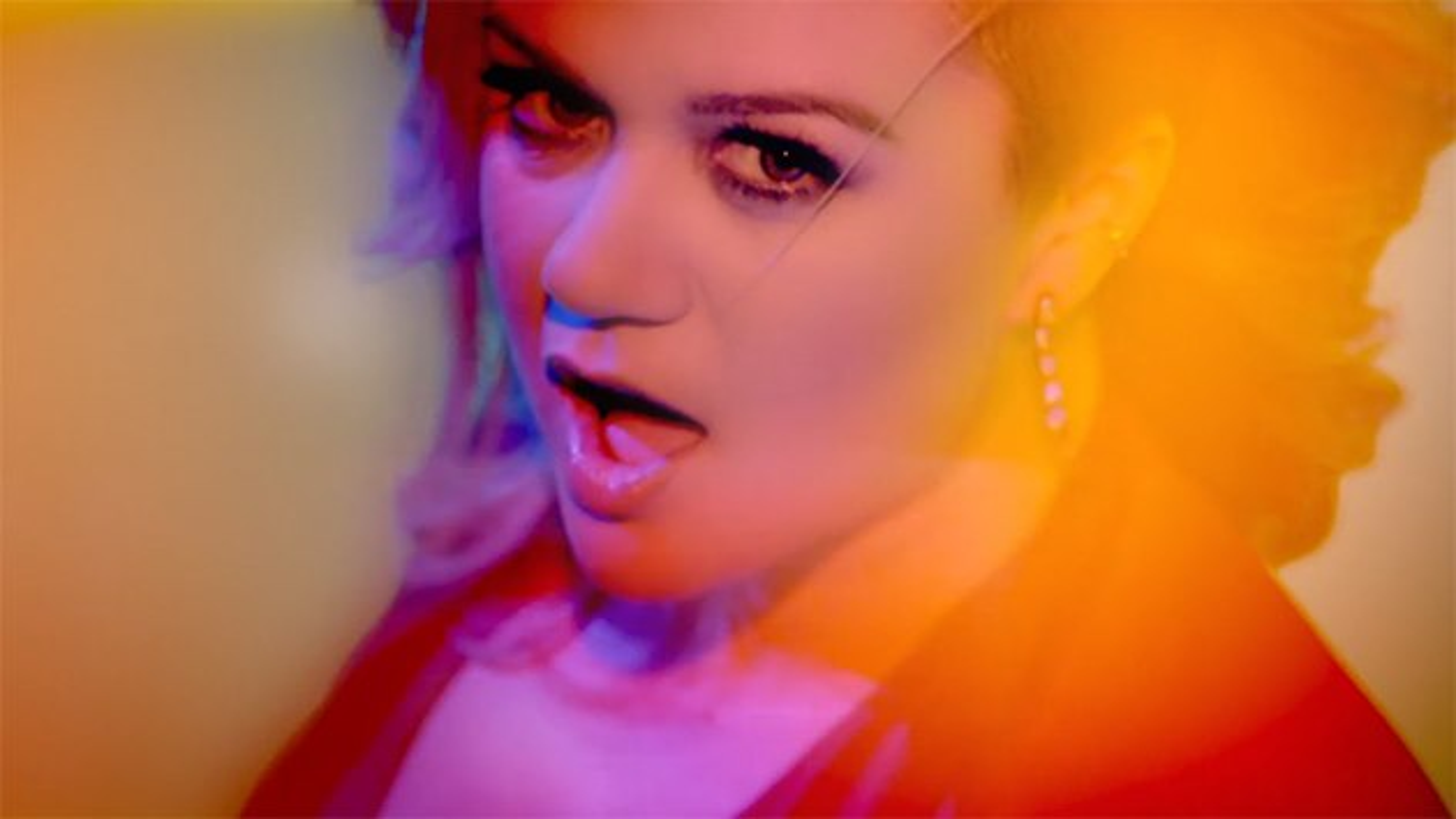 Kelly-Clarkson-Heartbeat-Song-Musikvideo