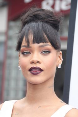 Rihanna-Home-Premiere-Los-Angeles-4-250x375