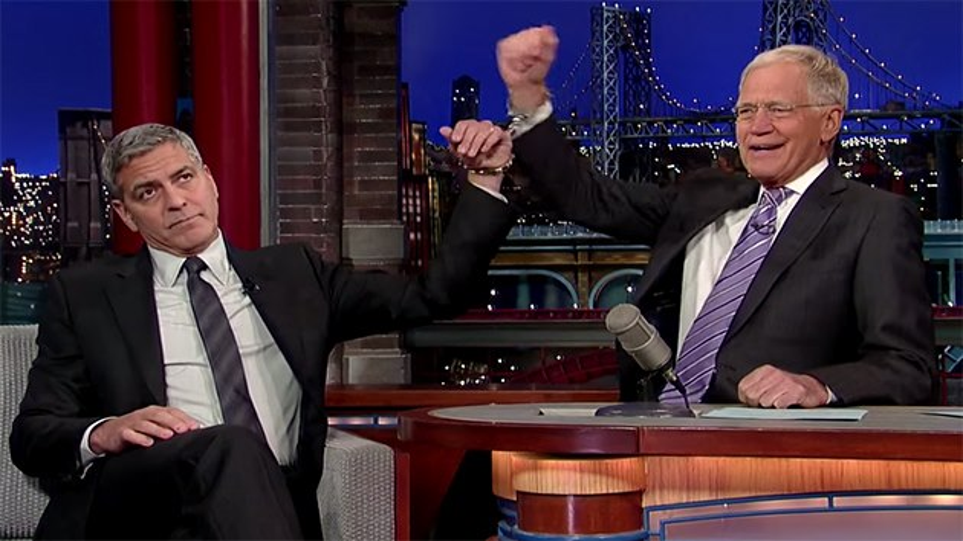 George-Clooney-David-Letterman-Handschellen
