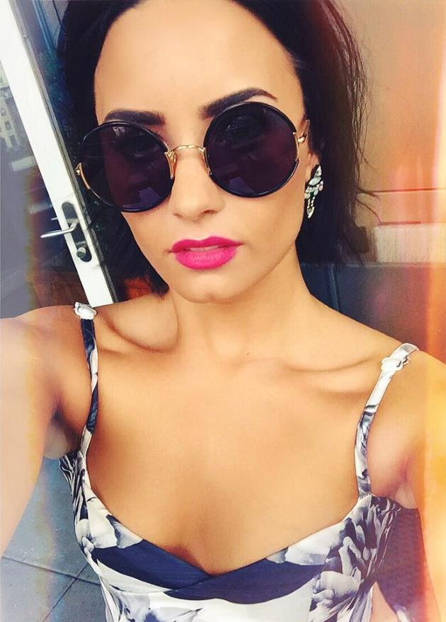 Demi-Lovato-Cool-for-the-Summer-Look