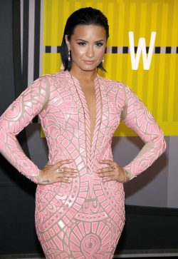 Demi-Lovato-MTV-Video-Music-Awards-Cool-For-The-Summer-250x363