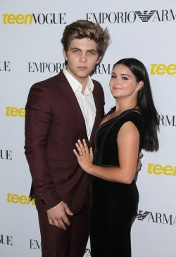 Ariel-Winter-Teen-Vogue-Young-Hollywood-Party-250x365