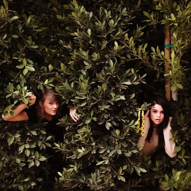 Selena-Gomez-Taylor-Swift-Out-Of-The-Woods-2