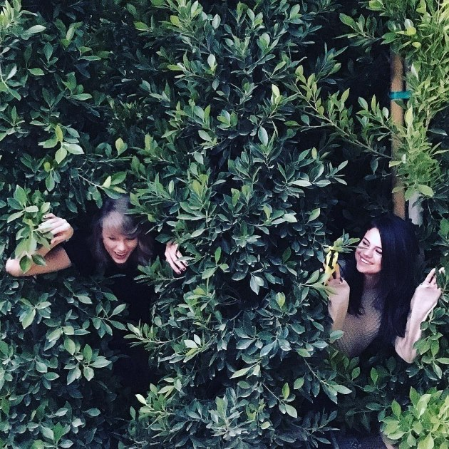 Selena-Gomez-Taylor-Swift-Out-Of-The-Woods