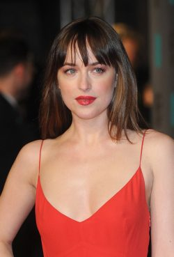 BAFTAs-2016-Dakota-Johnson-250x369