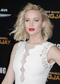 Jennifer-Lawrence-Mockingjay-2-Premiere-Los-Angeles-250x352
