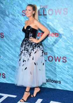 Blake-Lively-The-Shallows-Premiere-4-250x352