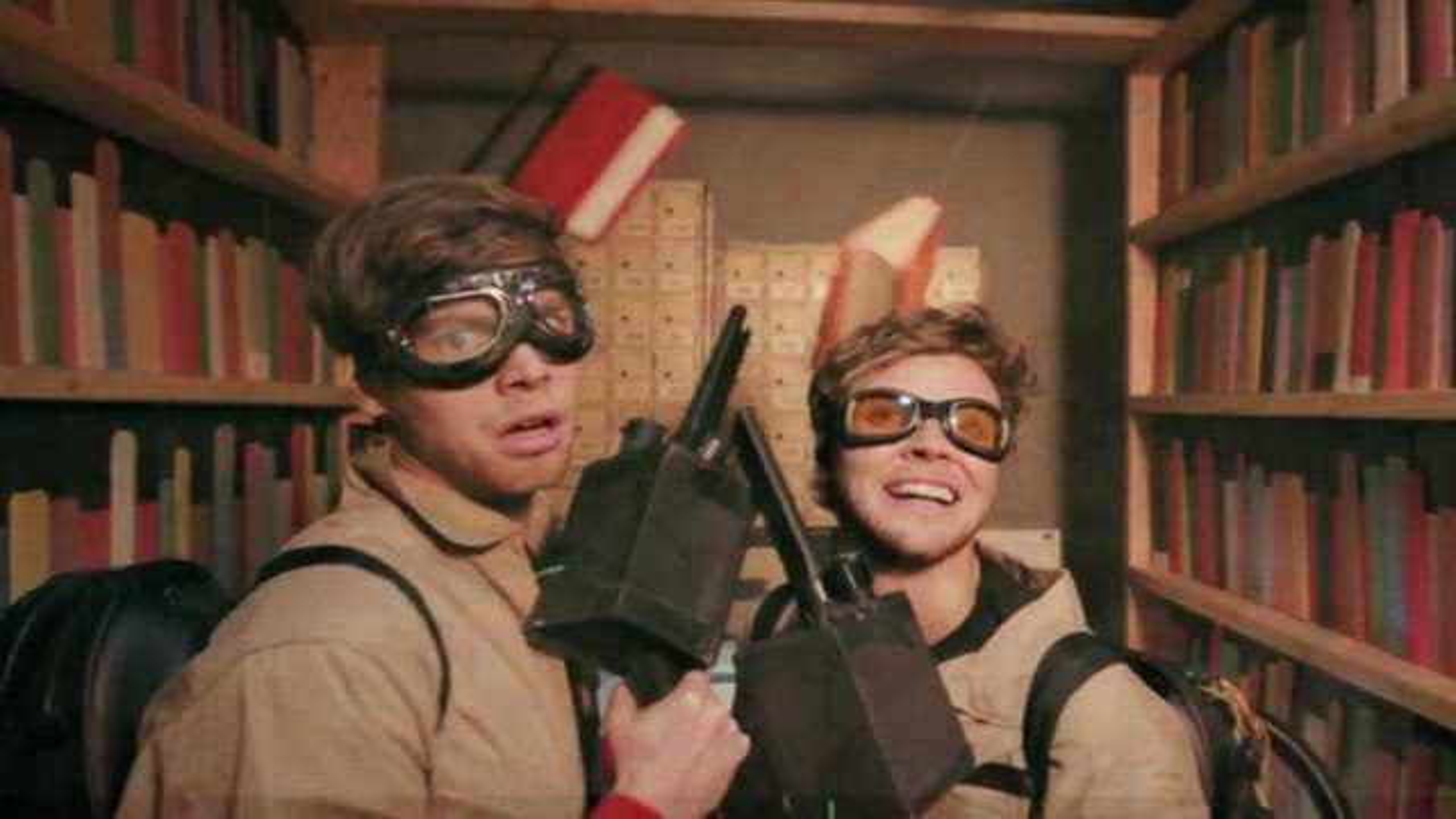5-Seconds-of-Summer-Girls-Talk-Boys-Musikvideo-Ghostbusters
