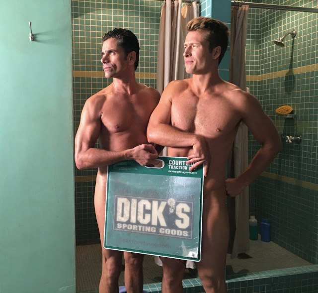 John-Stamos-Glen-Powell-Nackt-Scream-Queens