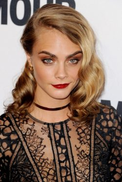 Cara-Delevingne-Glamour-Women-Of-The-Year-2016-14-2-250x373