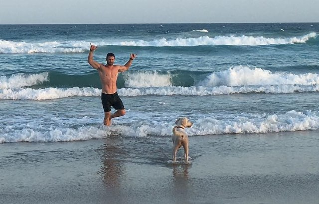 Chris-Hemsworth-Wilder-Hund-Australien