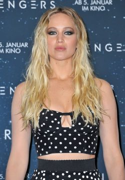 Jennifer-Lawrence-Passengers-Photocall-Berlin-3-250x359