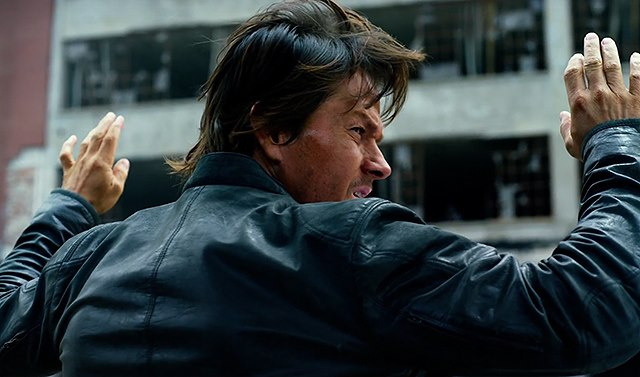 Mark-Wahlberg-Transformers-The-Last-Knight-Trailer