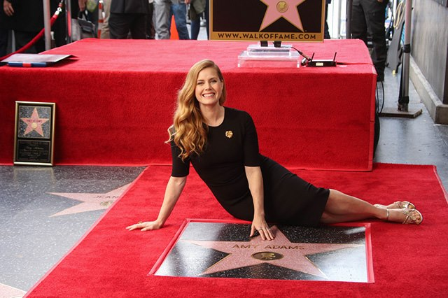 Amy-Adams-Stern-Walk-of-Fame-7