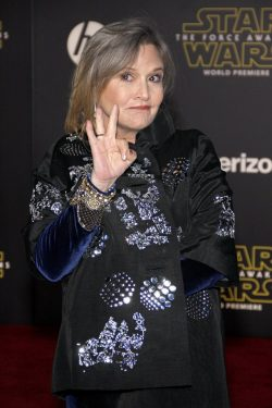 Carrie-Fisher-Star-Wars-The-Force-Awakens-Weltpremiere-250x375