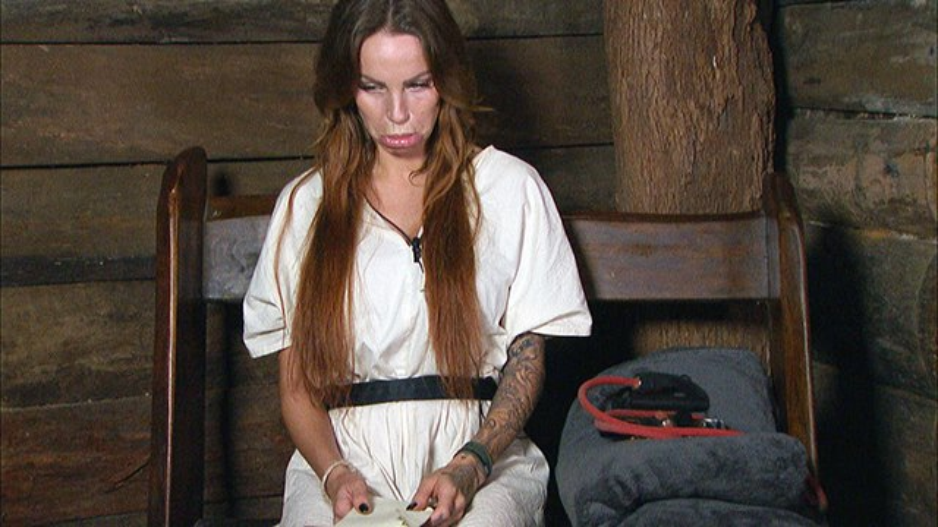 Dschungelcamp-Tag-11-Luxusartikel-Gina-Lisa