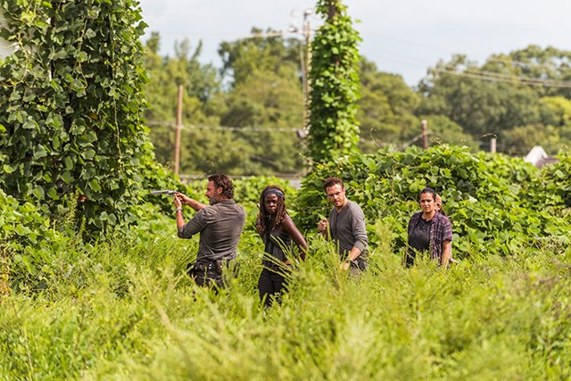 The-Walking-Dead-Staffel-7-Episode-9-Rick-Aaron-Michonne-Tara Bild