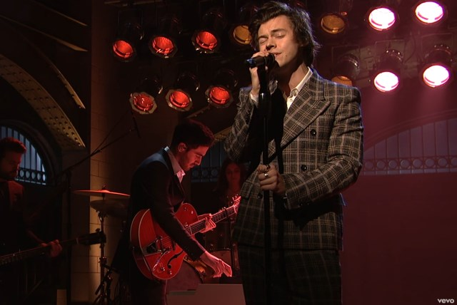 Harry-Styles-Sign-of-the-Times-live