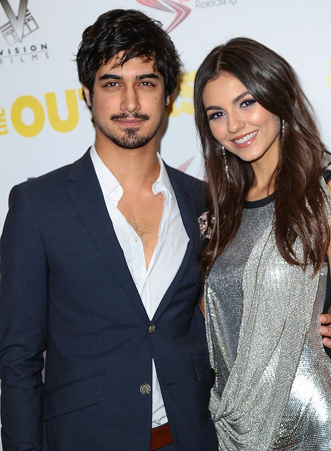 """Victoria Justice & Avan Jogia feiern """"The Outcasts ..."""