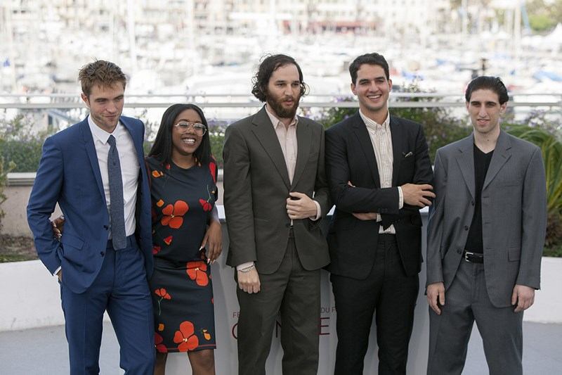 Robert-Pattinson-Safdie-Good-Time-Photocall-Cannes-2