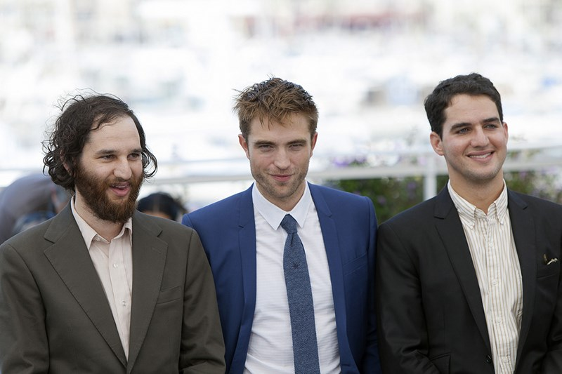 Robert-Pattinson-Safdie-Good-Time-Photocall-Cannes