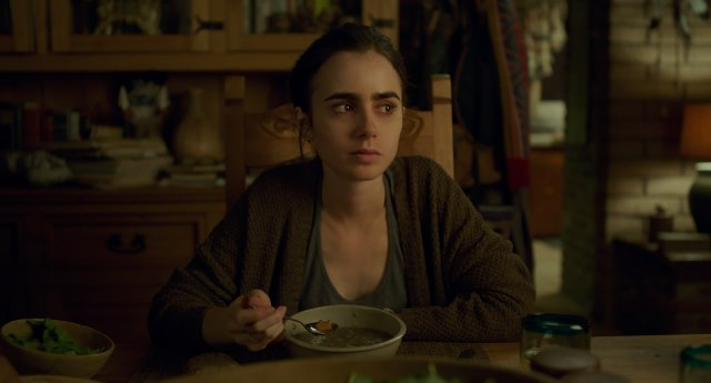 Lily-Collins-To-The-Bone-Netflix-3