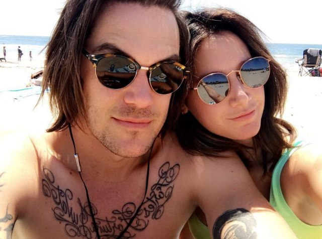 Ashley-Tisdale-Geburtstag-braune-Haare-Christopher-French