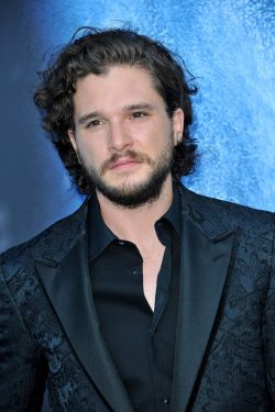 Game-of-Thrones-Staffel-7-Premiere-Kit-Harington-250x375