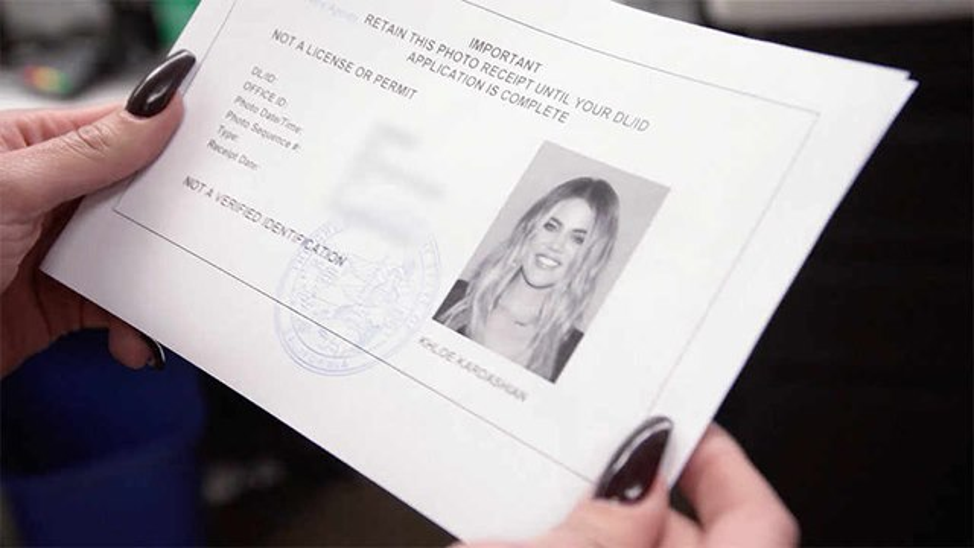 Khloe-Kardashian-DMV-Foto-Fuehrerschein-3