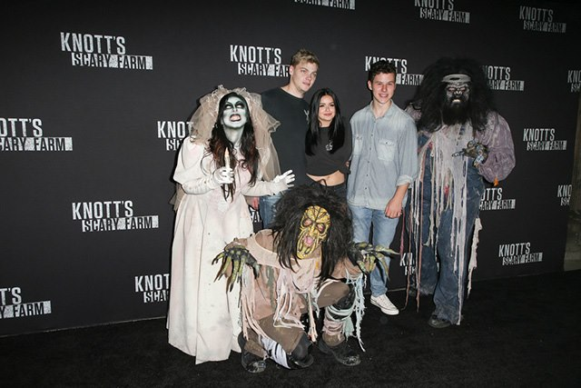 Knotts-Scary-Farm-Halloween-2017-Levi-Meaden-Ariel-Winter-Nolan-Gould