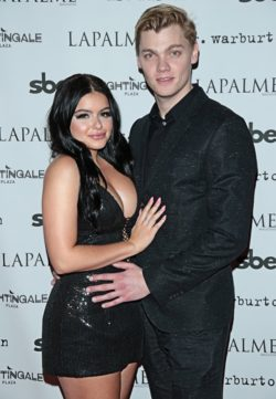 Ariel-Winter-Levi-Meaden-250x361