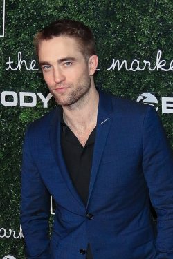 Go-Campaign-Gala-2017-Robert-Pattinson-250x375