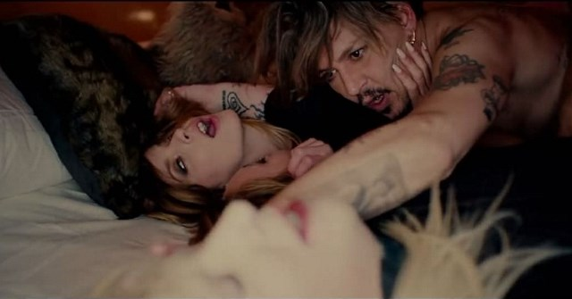 Johnny-Depp-Kill4Me-Musikvideo-Marilyn-Manson