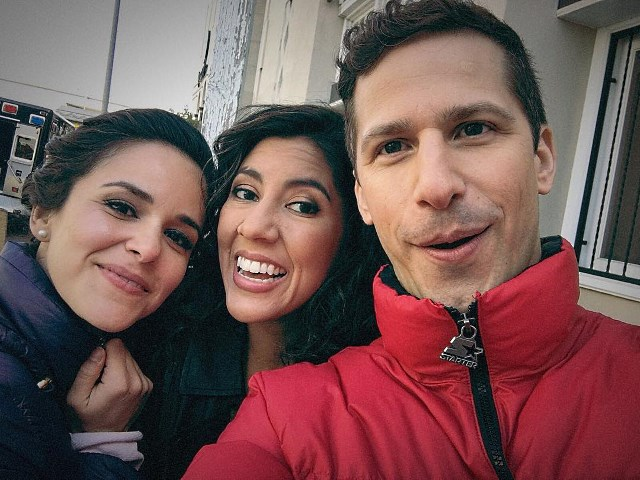 Andy-Samberg-Brooklyn-Nine-Nine-Set